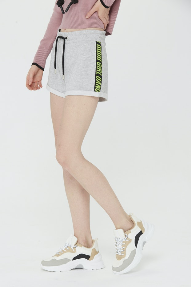 SHORT POLINESIA TAPE LATERAL TEXTO MUJER