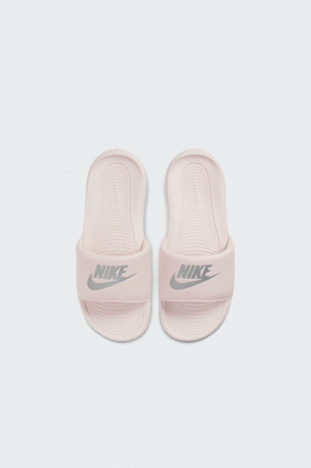 CHANCLA NIKE VICTORI ONE WOMENS SLIDE MUJER